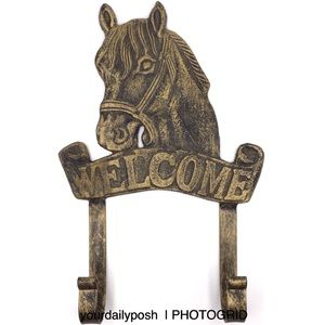 Antiqued cast iron horse welcome sign wall hooks